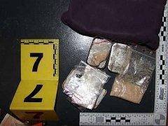Tachovským kriminalistům se povedl další protidrogový zásah. U ženy z okresního města našli několik gramů pervitinu a marihuany.