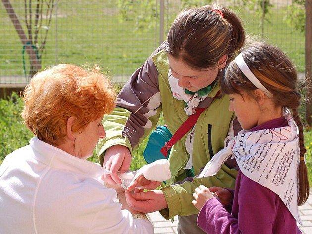 V Tachově se v pátek konala Oblastní soutěž Hlídek mladých zdravotníků.