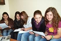Zleva Lenka Sitayová, Jessica Sihelská, Vlaďka Mlynárová, Tereza Valentová a Karolina Vilímová.