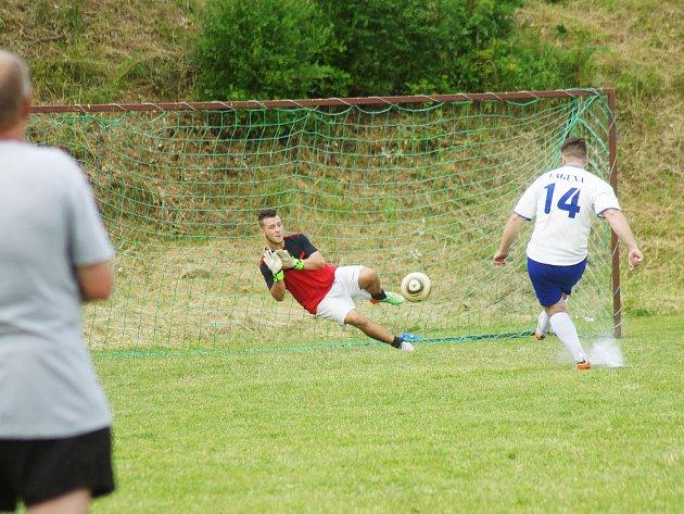 V Nové Vsi se uskutečnil fotbalový turnaj, kterého se zúčastnily také hvězdy českého hokeje.