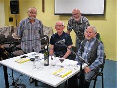 Na foto zleva Václav Holub, Karel Johana, Hubert Jeřábek a Miroslav Jarý v pořadu Zpívánky.