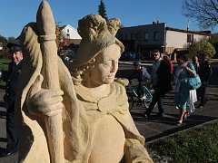 Odhalení sochy svatého Floriána a ukázky hasičské techniky v Chodové Plané.