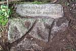 Připomínka pádu letounu v roce 1940 na jeden z vrcholů Sedmihoří a okolí pomíčku. Foto: archiv F. Soukupa