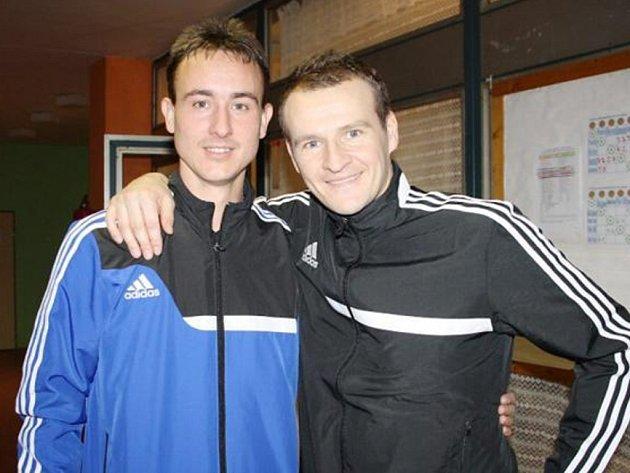 Turnaje se zúčastnili dva z nejrespektovanějších českých rozhodčích současnosti – Tachovan Petr Ardeleanu (vlevo) a Domažličan Pavel Královec (vpravo).