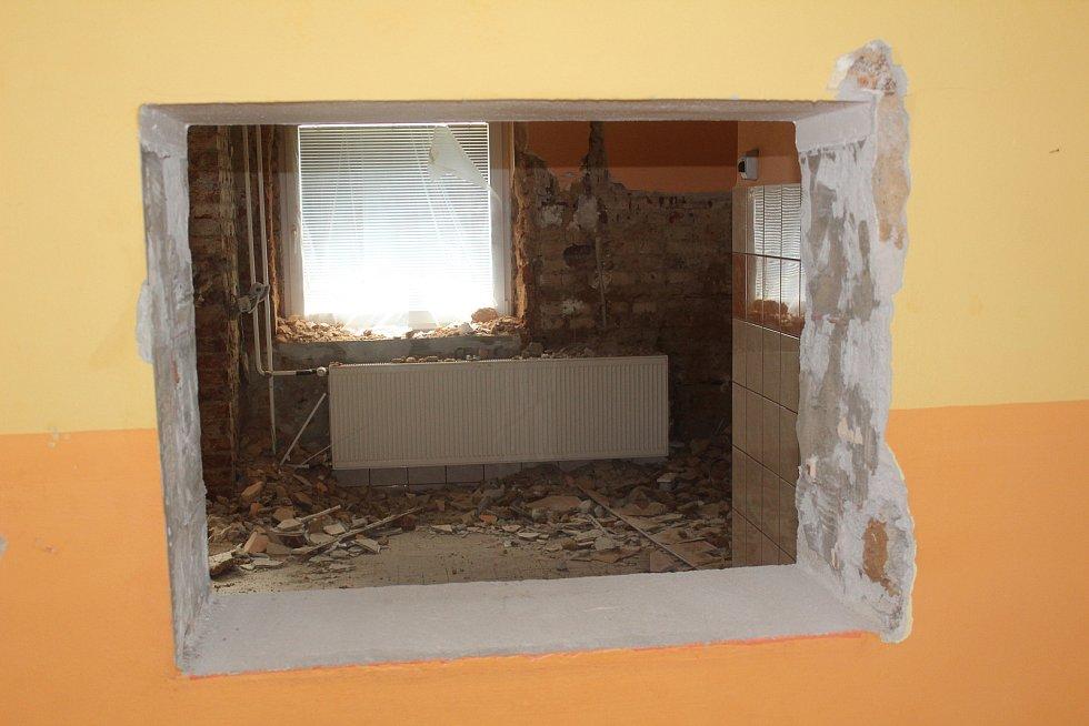Kuchyně, jídelna a další suterénní prostory se budou sanovat.