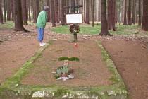 Jeden z hromadných hrobů obětí pochodu smrti se nachází u Staré Knížecí Huti.