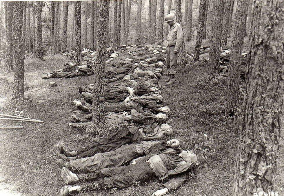 Ve vesnici Tittling u Deggendorfu našli Američané na konci války 800 zastřelených vězňů, kteří byli rovněž hnáni v pochodu smrti. Další mrtví z Buchenwaldu byli ve vagonech na nádraží.