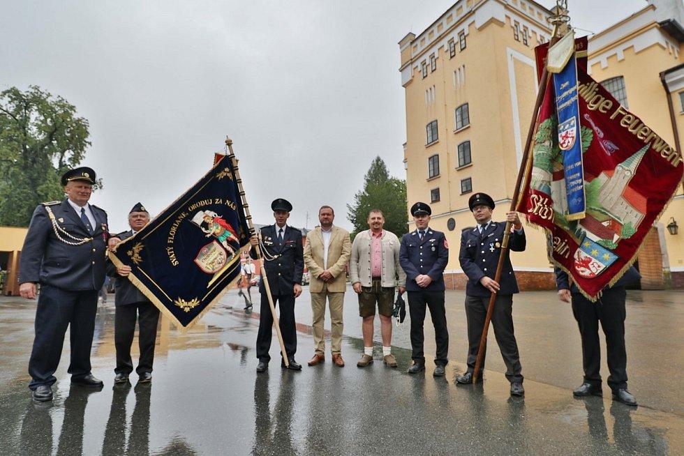Oslavy 145 let sboru dobrovolných hasičů v Chodové Plané a předání praporu.