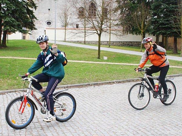 Delší cyklotrasu, tedy 50kilometrů si vyšlápli Lukáš Eidelpes a Jan Havlíček (zleva)