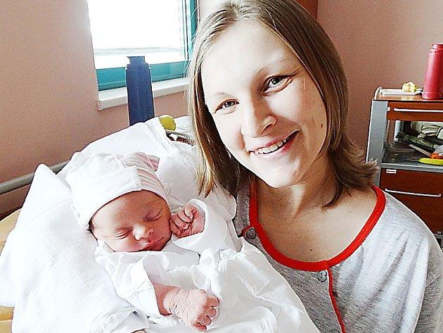 Maminka Kateřina a tatínek Radek se radují z narození první dcery, Karolínky Zemánkové ze Stříbra, která přišla na svět 22. února v 5:24 v plzeňské fakultní nemocnici s váhou 3030 gramů a mírou 50 centimetrů.