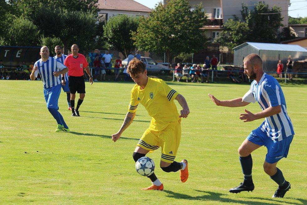 FK Staňkov (modrobílé dresy) - Baník Stříbro 0:7 (0:2)