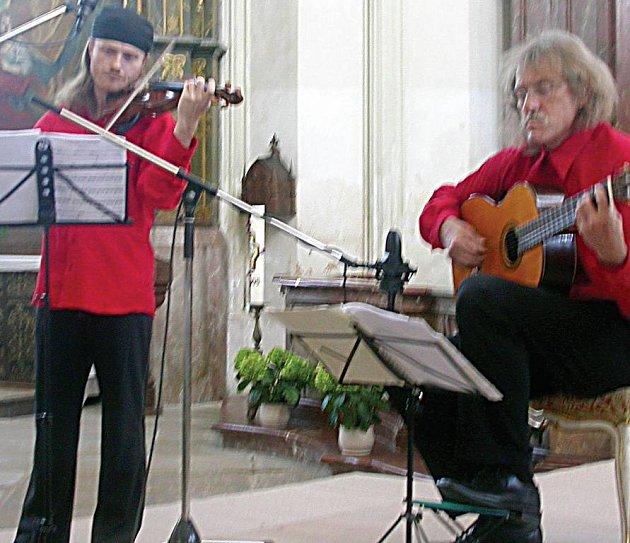 Spolu s Danielem Hůlkou se v jízdárně návštěvníkům představí Pavel Šporcl a Lubomír Brabec (zleva).
