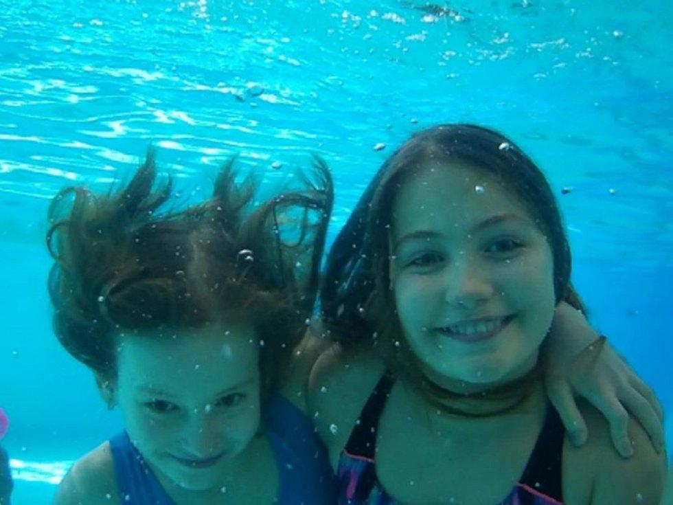V bazénu se letos učilo plavat přes sto třicet dětí.