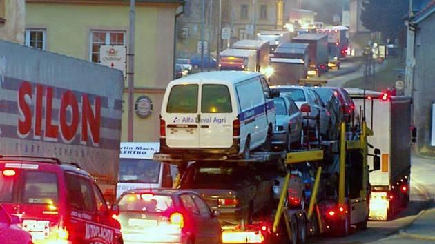 Průtah Chodovou Planou zažívá občas dopravní kolaps