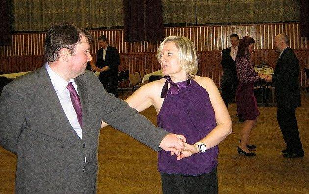 Taneční kurz pro starší a pokročilé zahájilo stříbrské kulturní středisko