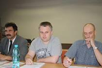 Jan Grigar (uprostřed).