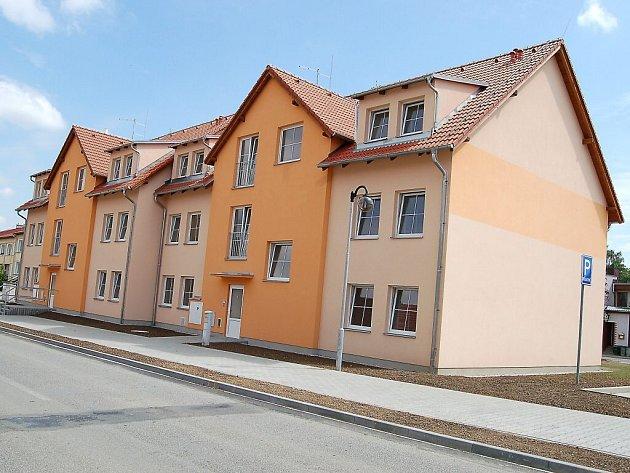 V Kladrubech otevřeli nové byty.