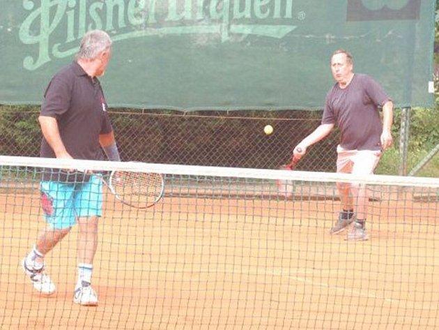 Dlouhodobý tenisový seriál V.I.P. pokračoval na kurtech Slavoje Tachov kláním ve čtyřhře