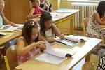 Rozdávání vysvědčení v prvních třídách ZŠ Mánesova Stříbro