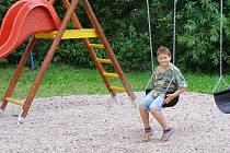 Děti v Lázu u Kladrub dostaly o prázdninách nové hřiště.