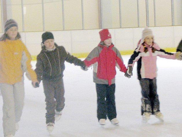 Školáci z Plané přijeli o jarních prázdninách bruslit do Tachova