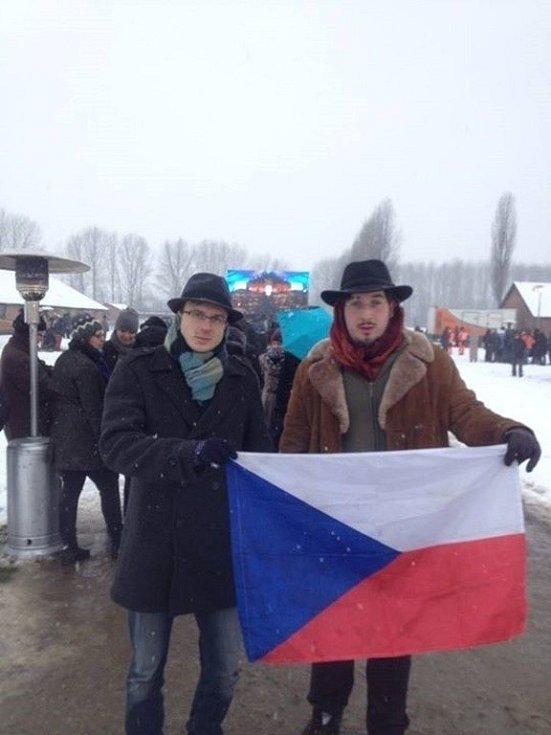 Jiří Nenutil (vlevo) a Jan Straka se v úterý zúčastnili pietní vzpomínky na oběti holokaustu v Osvětimi.