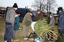 Největší zájem byl při posledních letošních farmářských trhů o stromečky z městských lesů.