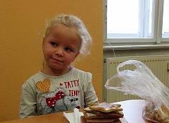 Návštěvníci kurzu výroby medového pečiva se sešli v Domu dětí a mládeže ve Stříbře.