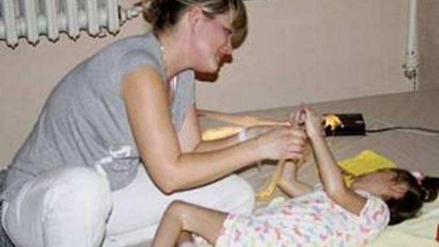 KLIENTI DOMOVA pro osoby se zdravotním postižením Milíře tráví v relaxační místnosti čas rádi.
