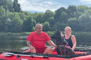 Majitelé vodních záchranářských psů absolvovali soustředění v Českém lese.
