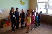 V Základní a mateřské škole v Lesné uspořádali ke Dni matek besídku.