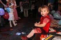 Děti přišly v maskách a soutěžily v tanci