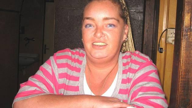 Jana Lehovcová z Plané se dostala až do první dvacítky v pěvecké soutěži X Faktor. Pochází z hudební rodiny, a posledních deset let zpívá a hraje s kapelou Kamarádi údolí klidu.