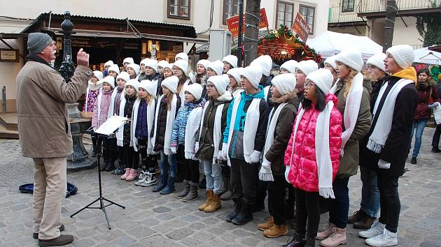 Tachovský dětský sbor během své návštěvy absolvoval hned několik koncertů, včetně vystoupení ve videoklipu.
