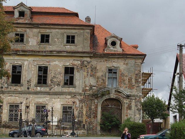 Nový majitel začal s opravami cebivského zámku