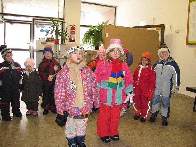 Děti z kladrubské mateřinky přišly popřát na úřad a do domu s pečovatelskou službou.