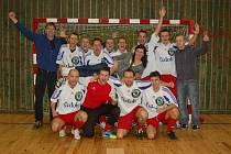JE TO NAŠE, radovali se v sobotu večer po finálovém utkání hráči Středočeského kraje, kteří zvítězili v mezinárodním turnaji rozhodčích.