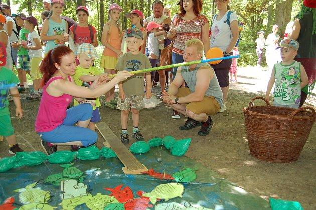 Děti si na jednotlivých stanovištích vyzkoušely různé úkoly.