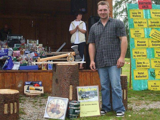 HAMERSKÝ SEKÁČ PRO LETOŠNÍ ROK je Petr Kodad ze Strachovic (na snímku), který vyhrál dřevorubecký pětiboj.