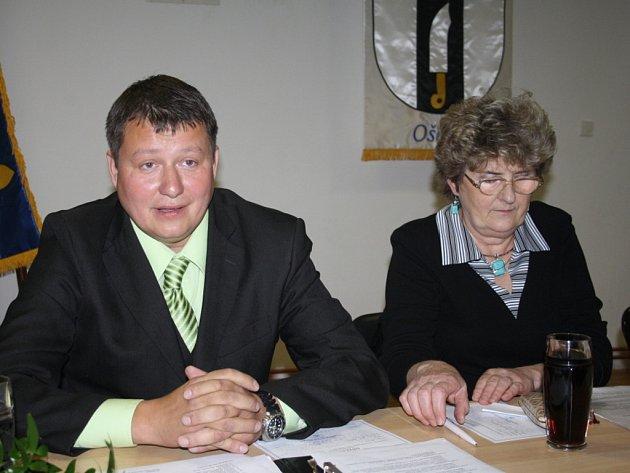 Starosta Ošelína Jiří Šefčík s první místostarostkou Marcelou Staňkovou.