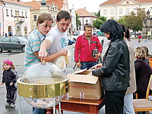 Běhu Terryho Foxe se ve Stříbře zúčastnil také starosta města Miroslav Nenutil. Na trasu vyrazila i jeho celá rodina