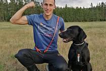 Tomáš Jaša se svým čtyřnohým závodním ´kolegou´ Zulu vyrazí do Švédska obhajovat světové medaile v nepříliš známém běžeckém sportovním odvětví canicrossu.