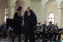 Letní hudební festival Dveře jízdárny dokořán odstartoval zahajovacím koncertem. Vystoupil Laďa Kerndl