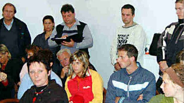 Obyvatelé Vysočan  se na zastupitesltvu ohradili proti vysokým cenám bytů, za které je má prý město v úmyslu prodat.