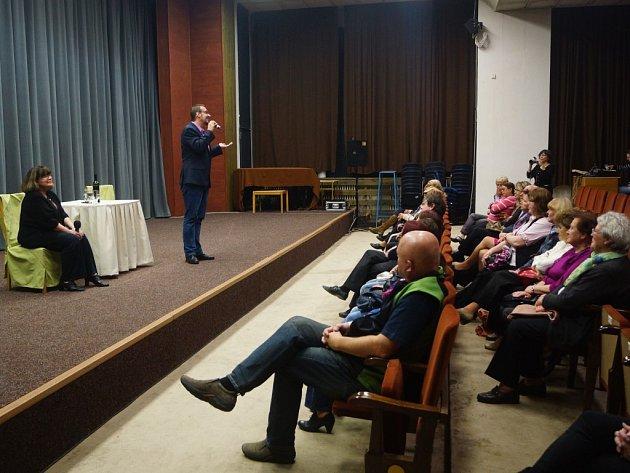 DUO KLUKOVÁ – PEČENKA bavilo diváky po celý večer patřící literární soutěži Tachovská Reneta.