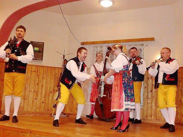 Ledecká dudácká kapela vystoupila v pátek ve Starém Sedlišti. Muzikanti sklidili u místního publika veliký úspěch
