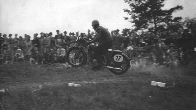 Do muzea přibyla motokrosová Jawa 250 Jaromíra Černého.
