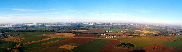 Paragliding je letecký sport. Provozují ho ina letišti vErpužicích nedaleko Stříbra.