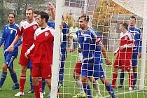 Fotbalisté FK Tachov důležité utkání zvládli, na domácím trávníku porazili Brozany 4:1.