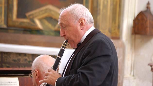 V rámci jedenatřicátého ročníku hudebního festivalu Kladrubské léto vystoupil v sobotu odpoledne v kostele Nanebevzetí Panny Marie v klášteře v Kladrubech klarinetový a saxofonový virtuoz Felix Slováček.